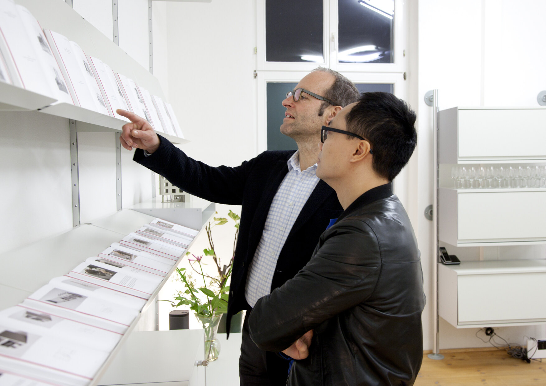 Andres Lepik und Anh-linh Ngo bei ARCH+ displays: MODELLE, Foto: Micki Rosi Richter