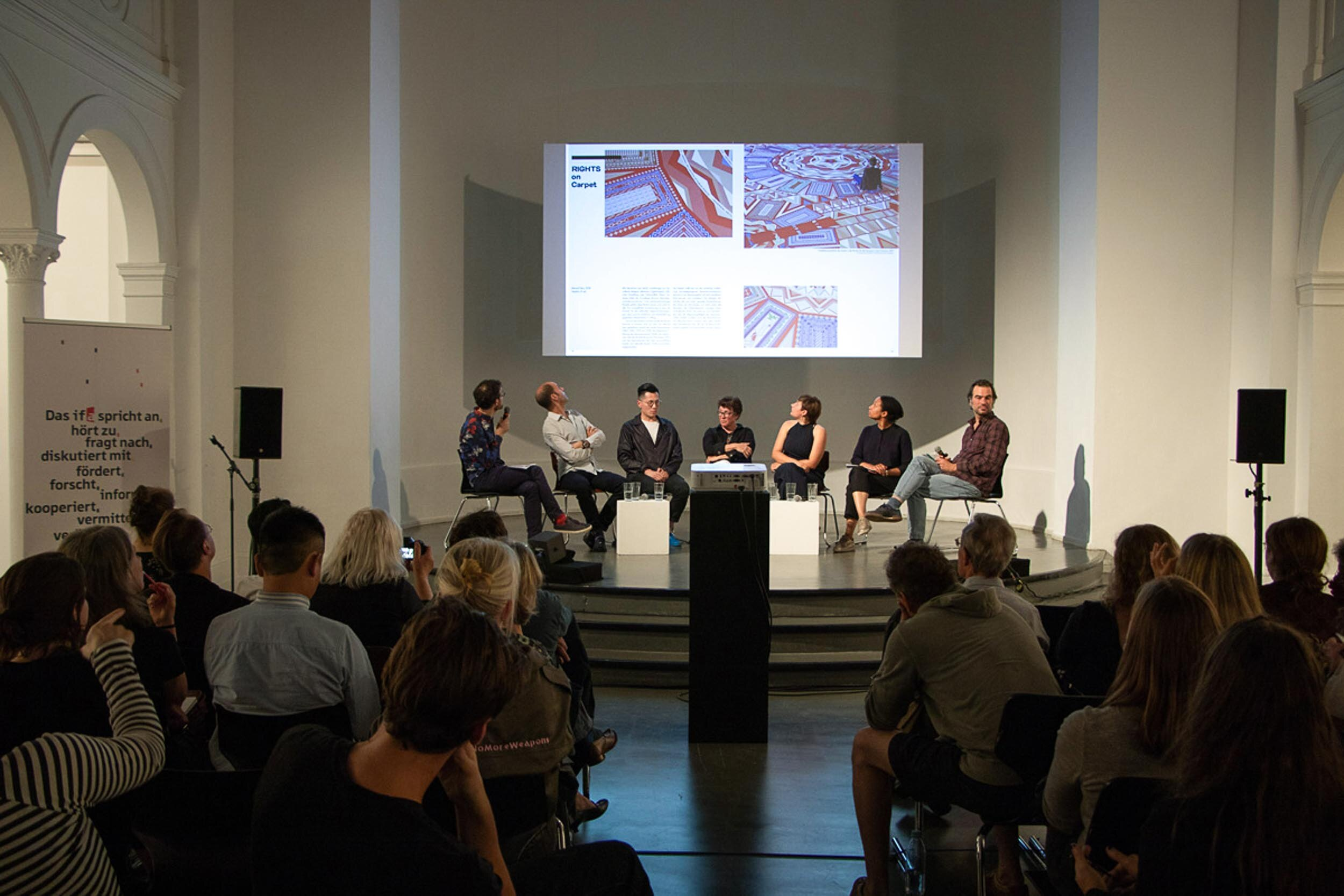 Artist talks as part of the exhibition opening with Manuel Herz, Samson Young, Angelika Levi, Lisa Marie Zander and Renée Tribble (from second left to right) moderated by Stefan Gruber and Christian Hiller. Photo: Simone Gilges, © ifa